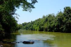 Rio de uma das fazendas Altivo Pedras - Reserva ambiental (Mineração de Ardósia Preta)