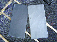 Telhas de ardósia cinza e preta
